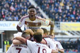 Torjubel beim FC Bayern, David Alaba anz oben